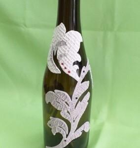 Garrafa de vinho decoração flores cremes - GVINFC